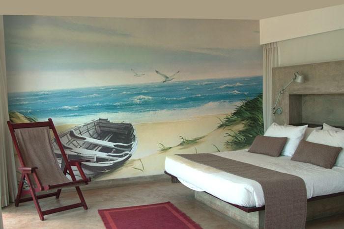 Интерьер спальни и роспись по стенам