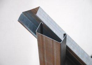 С помощью чего гипсокартон крепится к стене?